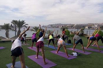 Yoga au bord de la mer