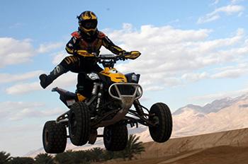 Катание на квадроциклах в пустыне
